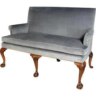 George II Period Walnut Settee with Shell Carved Cabriole Legs and Claw and Ball Feet (c. 1730 England)