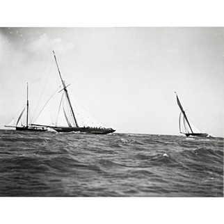 Early silver gelatin photographic print by Beken of Cowes - Yacht Maid Marion
