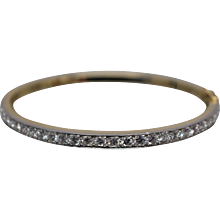 18k - 2.50 CTW - High Quality Oval Hinged Bangle Bracelet with Platinum Mounting in Yellow Gold
