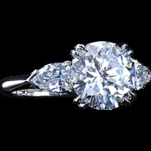 2.46 G/VVS2 Classic three-stone ring